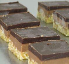 חטיפי חמאת בוטנים ושוקולד Sweet Cookies, Cake Cookies, No Bake Desserts, Dessert Recipes, Cookie Bowls, Peanut Butter Chocolate Bars, Dessert Cups, Candy Melts, Brownie Bar