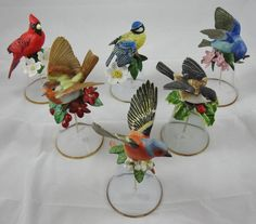 Franklin Mint - Kavel van 10 glazen klokjes 6 met porseleinen vogels en 3 met Panda, Koala en Bengaalse tijger en 1 met bloem