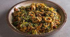Κριθαρότο με καλαμαράκια και σπανάκι από τον Άκη Πετρετζίκη. Μία πεντανόστιμη συνταγή ιδανική για όσους νηστεύουν. Θα τη βρείτε στο akispetretzikis.com