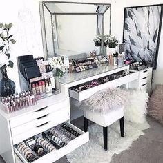 "383 curtidas, 25 comentários - Rene K (@renekcouture) no Instagram: ""OMG #makeupgoals #makeup #beauty #dressingtable"""