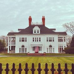 prepintherough:  howieguja:  Old South Shore. (at Bayport, New York)   Oh my gosh this is my friends house haha what a coincidence!