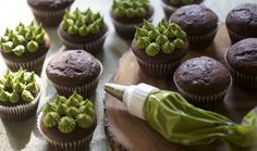 Next time you're craving something sweet, switch up your standard sugary fix with these remixed matcha green tea desserts. Matcha powder is made up of compressed green tea leaves after they've been deveined and stone ground. Green Tea Cupcakes, Green Tea Dessert, Matcha Dessert, Yummy Cupcakes, Vanilla Cupcakes, Dessert Dips, Dessert Recipes, Cupcake Recipes, Green Tea Latte