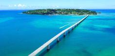 古宇利島についてご紹介します。ここは、沖縄の本島から車で行くことが出来ます。地元の方々からも人気があるスポットで、ドライブがてら足を運ぶ人が多いです。海が透きとおっていて、本当に日本?と感じるほどの絶景を楽しめます。...