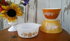 Retro Pyrex mustard and caramel nesting bowls by happydayantiques,