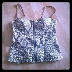 Crop top Corset Ultra trendy Animal print Top, full lenght ,silver front zipper .. Straps are adjustable....Perfect to pair with a fold over maxi skirt , or some cute jeans/shorts/capris.... New without tags. SIZE : L ... COLOR: BROWN / WHITE Animal print !! Tops Crop Tops