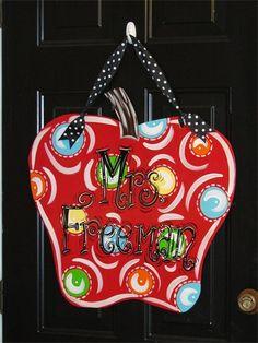 cute door hangers - end of year teacher gift? Teacher Door Hangers, Teacher Doors, Teacher Appreciation Gifts, Teacher Gifts, Teacher Stuff, Burlap Door Hangers, Burlap Crafts, Wooden Crafts, School Gifts