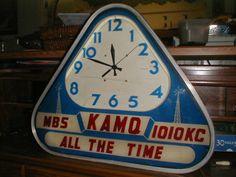 VINTAGE AM RADIO STATION NEON ELECTRIC CLOCK - KAMQ1010KC