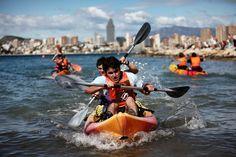 Como buena ciudad marinera, Benidorm ofrece una inagotable variedad de deportes náuticos:vela, parapenting, kite surf, kayak, cable ski o submarinismo. #Benidorm #Benilovers #VisitBenidorm #deportes #kayak