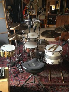 A great shot of Gil Sharone Official's kit.