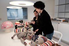 Comme 2 gamines dans un magasin de jouets !  http://www.selectodesign.com/fr/1128-anne-claire-petit