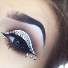Sometimes iPhone quality is but today it is anyways here's a close up of my eye . White Eyeliner Looks, Makeup Eyeshadow, Hair Makeup, Morphe Palette, Anastasia Brow, I Love Makeup, False Lashes, Nyx Cosmetics, Huda Beauty