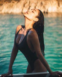 Shay Mitchell Bikini Pictures That Will Take Your Breath Away Pool Poses, Beach Poses, Beach Photography Poses, Summer Photography, Sexy Bikini, Bikini Girls, Mode Kylie Jenner, Bikini Poses, Insta Photo Ideas