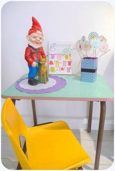 bureau formica joli bleu et chaise écolier 70' jaune