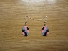 Pendientes mosaico negro, gris y rosa hama beads by Ursula
