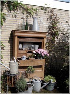 In the garden Garden Deco, Old Cabinets, Rustic Decor, Backyard, Outdoor Ideas, Cupboard, Gardens, House, Google