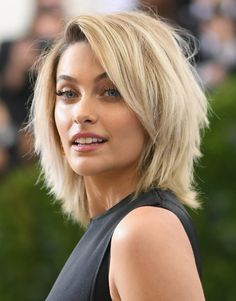 Trending Hairstyles 2019 - Short Layered Hairstyles - EveSteps New year 2019 came with many beautiful hairstyles trends, one of these trends is the short layered hairstyles. Medium Shag Haircuts, Layered Bob Hairstyles, Shag Hairstyles, Trending Hairstyles, Latest Hairstyles, Medium Hair Cuts, Medium Hair Styles, Natural Hair Styles, Short Hair Styles