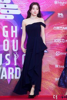Blackpink Fashion, Korean Fashion, Fashion Outfits, Fashion Design, Bad Dresses, Red Velvet Irene, Velvet Fashion, Kpop Outfits, Seulgi