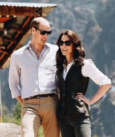 Prince William and Kate Middleton kicked off their week-long tour of India and Bhutan on Sunday. After touching down in Mumbai, the royal couple paid a visit Kate Middleton Prince William, Prince William And Catherine, William Kate, Kate Middleton Photos, Kate Middleton Style, Princess Kate, Princess Charlotte, Chelsea, Prinz William