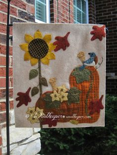Shades of Splendor by Kathy Wall from American Patchwork and Quilts Project Fall 2015 Fall Applique, Wool Applique Patterns, Applique Ideas, Applique Designs, Fall Sewing, Sewing Art, Penny Rug Patterns, Felted Wool Crafts, Wool Quilts