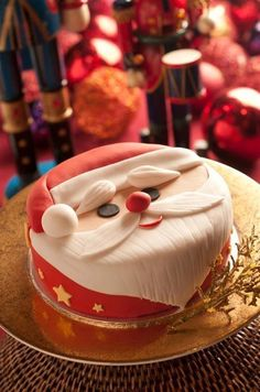 Kitty here, I love Cats, Cupcakes, Vivien Leigh, Books and amazing Frocks. Expect to see a lot of these things on here. Christmas Cake Designs, Christmas Cake Decorations, Christmas Cupcakes, Christmas Sweets, Holiday Cakes, Christmas Cooking, Xmas Cakes, Father Christmas, Santa Christmas