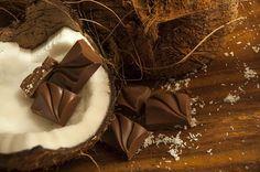 Kulinaria: Fit ciasto bounty - http://kobieta.guru/fit-ciasto-bounty/ - Jeżeli, tak jak my, kochasz smak kokosa, ale starasz się ograniczać ilość cukru w diecie, mamy dla Ciebie pyszne rozwiązanie. Nasza propozycja smakiem przypomina popularny batonik, jednak w przeciwieństwie do niego jest mniej kaloryczna, a także nie wymaga użycia cukru.  Do przygotowania naszego ciasta nie będziesz potrzebowała cukru ani żadnego tłuszczu.