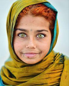 Most Beautiful Eyes, Stunning Eyes, Amazing Eyes, Pretty Eyes, Cool Eyes, Photography Women, Portrait Photography, Yellow Green Eyes, Portraits