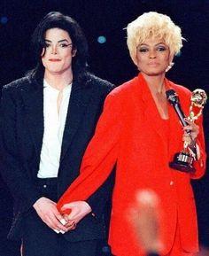 Michael Jackson and Diana Ross at World Music Awards, 1996 :) https://pt.pinterest.com/carlamartinsmj/