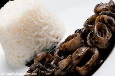 Calamares en su tinta con arroz blanco.