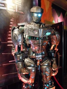 Atom from Real Steel Famous Movies, Good Movies, Box Robot, Super Movie, Fighting Robots, Robots Characters, Real Steel, Alucard, Futuristic Design