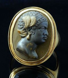 Camées / Baroque / Bague en or et camée en jaspe. Buste de Nubien.