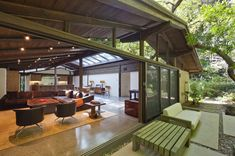 Ranch house designed by Cliff May- restored by Marmol Radnizer