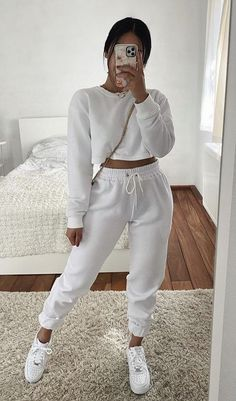 Trendy Fall Outfits, Cute Lazy Outfits, Winter Fashion Outfits, Simple Outfits, Stylish Outfits, Mode Instagram, Cute Sweatpants Outfit, Sport Outfit, Elegantes Outfit