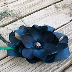 Look like royalty with this fit-for-a-queen floral fascinator.