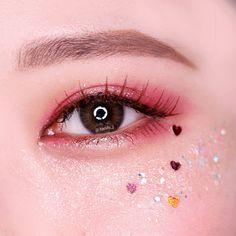 Read more about eye makeup looks Korean Makeup Look, Korean Makeup Tips, Asian Eye Makeup, Kiss Makeup, Glitter Makeup, Makeup Art, Hair Makeup, Eyeliner Makeup, Kawaii Makeup