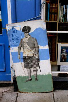 Edinburgh Edinburgh, Shortbread, Old Town, Places To Travel, Old Things, Books, Painting, Shopping, Art