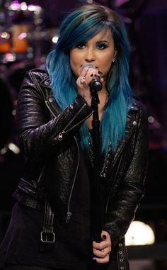 Demi Lovato Debuts New Blue Hair for 'Jay Leno' Performance!: Photo Demi Lovato debuts her new blue hair while performing on The Tonight Show with Jay Leno on Wednesday evening (October in Burbank, Calif. The singer… Demi Lovato Blue Hair, Pastel Purple Hair, Colorful Hair, Blue Ombre, Pink Hair, Hair Chalk, Dyed Hair, Hair Inspiration, Cool Hairstyles