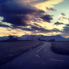 Non importa quello che stai guardando ma quello che riesci a vedere. (Henry David Thoreau)  Val di Non...... #sunset #valdinonwow #trentinowow