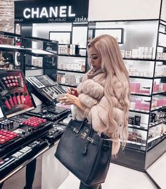 Makeup uploaded by bubbleguumm on We Heart It : bag, blonde hair, and chanel image Fur Fashion, Winter Fashion, Fashion Outfits, Rich Girls, Boujee Lifestyle, Luxury Girl, Luxe Life, Sugar Baby, Mode Inspiration