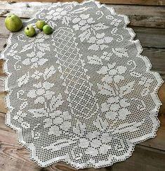 Crochet Table Runner, Crochet Tablecloth, Crochet Doilies, Crochet Lace, Diy Bow, Diy Ribbon, Fillet Crochet, Crochet Books, Diy And Crafts