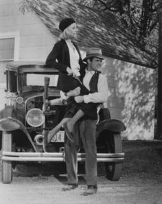 """""""Bonnie and Clyde"""" Faye Dunaway and Warren Beatty 1967 Warner Bros. Bonnie And Clyde Movie, Bonnie Parker, The Bonnie, Bonnie Clyde, Couples Halloween Outfits, Sexy Halloween Costumes, Couple Halloween, Couple Outfits, Best Classic Movies"""