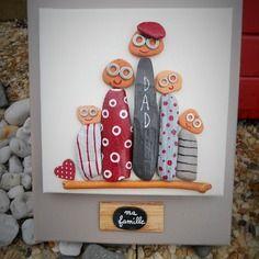 """ma famille"" tableau en bois flotté et peinture Pebble Painting, Pebble Art, Stone Painting, Painting On Wood, Stone Crafts, Rock Crafts, Fun Crafts, Diy And Crafts, Art Decor"