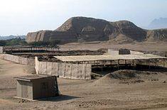 La Huaca del Sol es un templo de ladrillos de adobe construido por la civilización Moche (100 dC a 800 dC) en la costa norte de lo que hoy es Perú. El templo es una de las varias ruinas que se encuentran cerca del pico volcánico de Cerro Blanco, en el desierto costero cerca de Trujillo en el Valle de Moche. La otra gran ruina en el sitio es la cercana Huaca de la Luna, un templo mejor conservado, pero más pequeño.