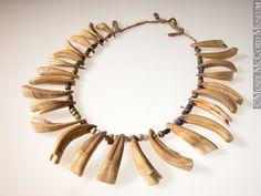 Ожерелье из лошадиных зубов, Кри. (Necklace of horse teeth, Cree) Период 1865-1925.  © McCord Museum