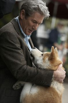 Richard Gere in Hachiko a Dog's Story. Richard Gere, Beau Film, Hachi A Dogs Tale, A Dog's Tale, Celebrity Dogs, Japanese Akita, Image Film, Sad Movies, Cutest Animals
