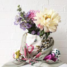 """1,497 curtidas, 17 comentários - Emily Quinton (@emilyquinton) no Instagram: """"Flowers in my favourite flowery bag! 💕"""""""
