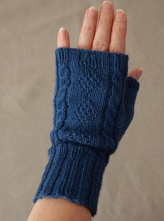 Knitting Patterns Wear Ravelry: Adaptation pattern by Roxanne Richardson Knitted Mittens Pattern, Knit Mittens, Knitting Socks, Baby Knitting, Fingerless Gloves Knitted, Crochet Gloves, Knitted Hats, Wrist Warmers, Knitting Stitches