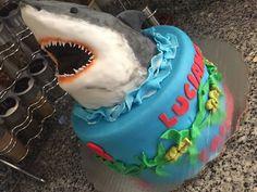 Shark party ideas, fiesta de tiburón, shark cake, pastel de tiburón.