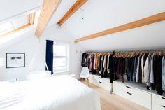 a minimalist Scandinavian-style attic bedroom with walk-in closet … Attic Master Bedroom, Attic Bedroom Designs, Attic Bedrooms, Attic Wardrobe, Attic Closet, Purple Rooms, Minimalist Scandinavian, Scandinavian Style, Attic Storage