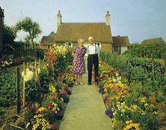 Een bejaard koppeltje poseerde elk seizoen samen voor hun huis, in hun tuin vol groenten en wilde bloemen. Want liefde is... samen trots zijn op je tuin...