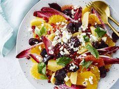 Citrussalade met geitenkaas, rode biet en granaatappel - Libelle Lekker  Deze prachtige, kleurrijke salade wordt de ster van jouw volgende brunch.